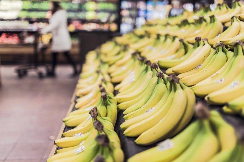 Фото бананов на прилавке