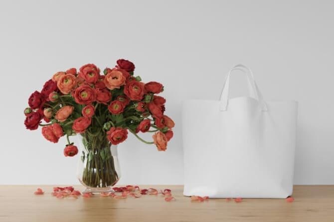 Фото красных цветов в вазе