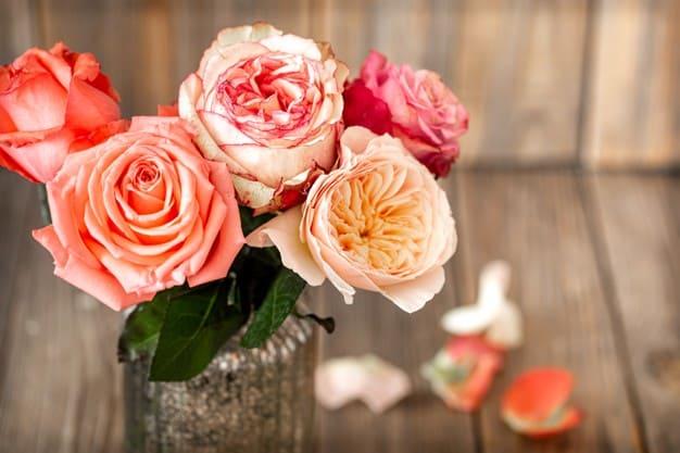 Фото роз в вазе
