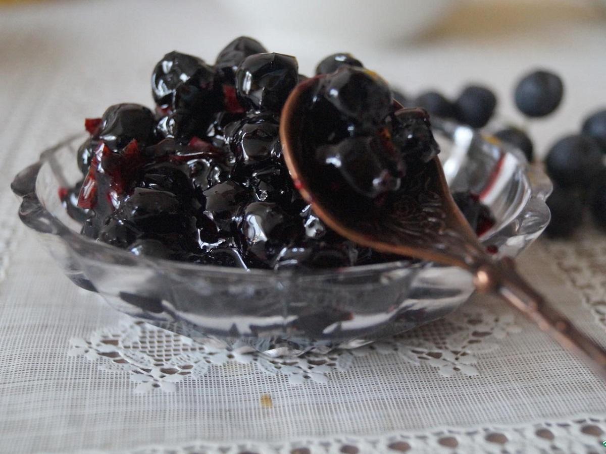 вяленная чорноплодная рябина